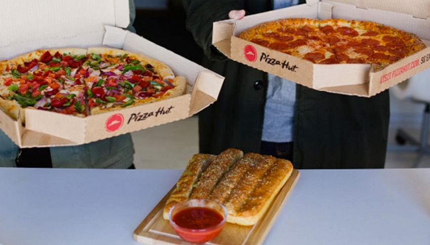 Pizza Hut offre il lavoro da sogno: 50mila dollari per mangiare pizza