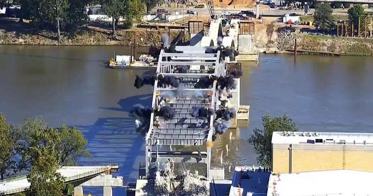 Figuraccia esplosiva il ponte resiste alla demolizione for Ponte intorno alla casa