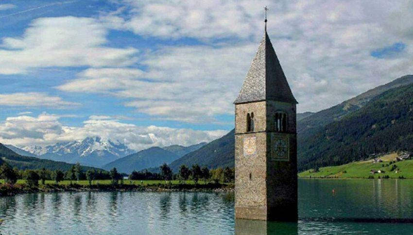 La leggenda del campanile che emerge dall'acqua nel lago di Resia