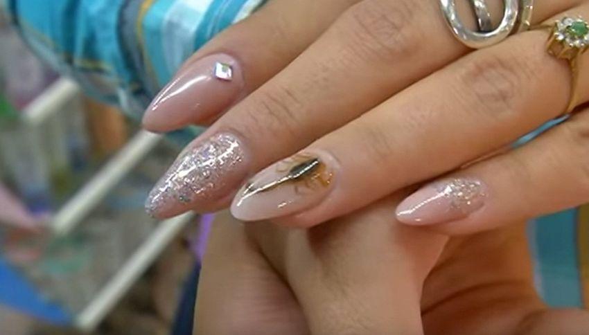 Scorpione vero sulle unghie, la macabra nail art che arriva dal Messico