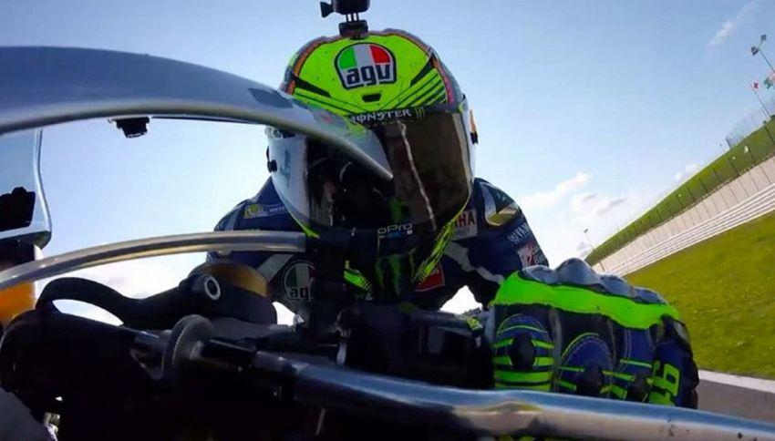 Valentino Rossi scatenato in pista a Misano con il fratellino