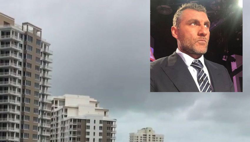 Bobo Vieri riprende l'uragano Matthew in casa a Miami
