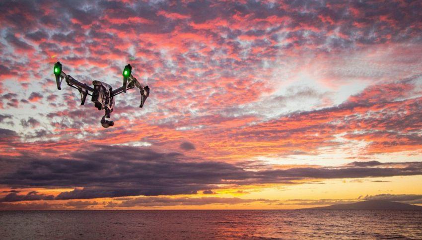 500 droni in volo notturno, la tecnologia dà spettacolo