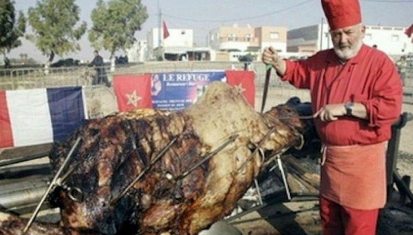 Il piatto più assurdo del mondo: cammello ripieno di agnello, pollo e pesce