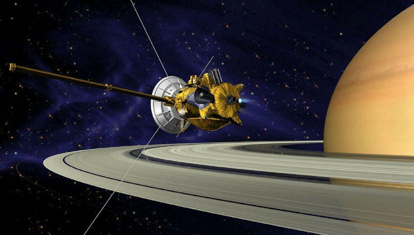 La sonda Cassini sta per entrare dentro gli anelli di Saturno