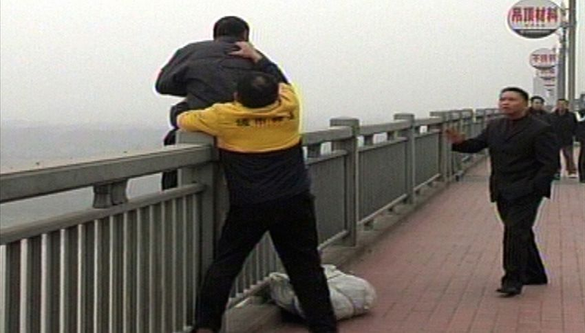 L'Angelo di Nanchino, l'uomo che ha salvato 300 persone dal suicidio