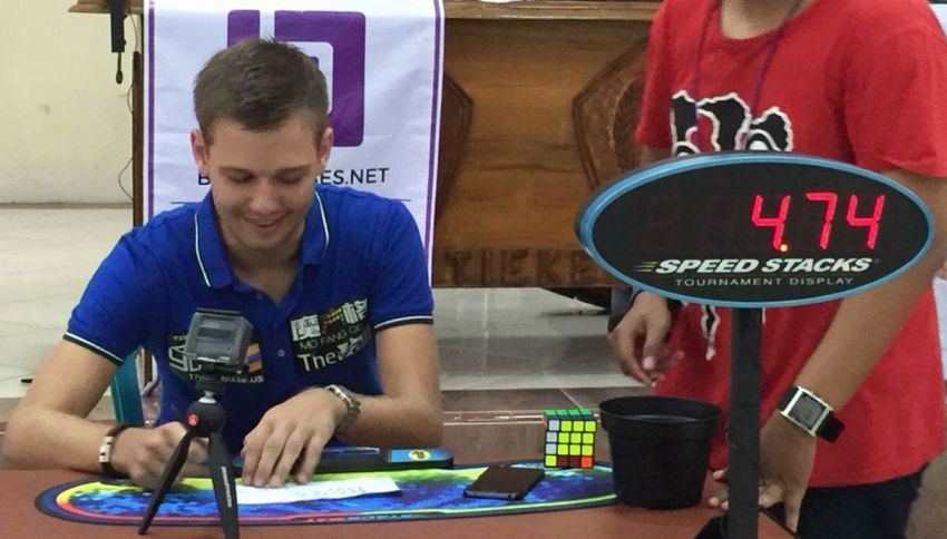 Nuovo record del cubo di Rubik. Incredibile!