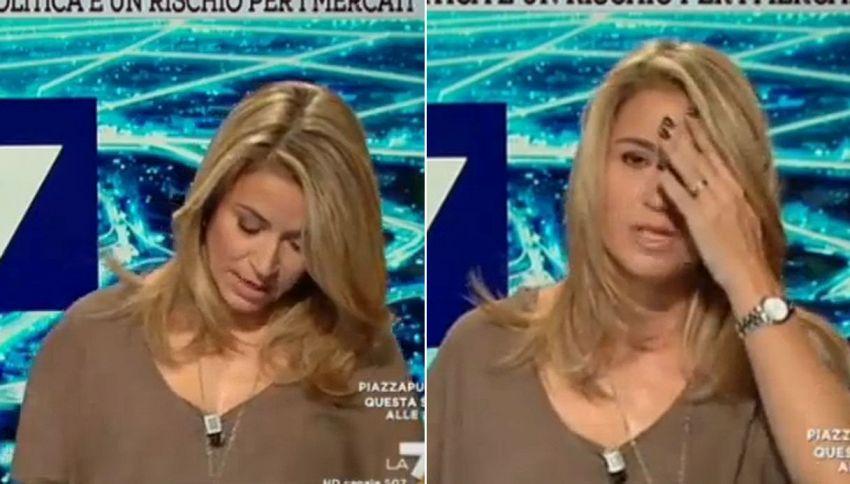 """La giornalista cade in diretta durante il collegamento: """"Colpa del referendum"""""""