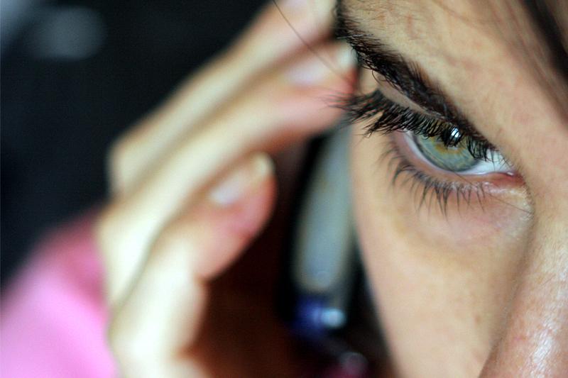 6 motivi per non controllare il telefono del tuo fidanzato o fidanzata