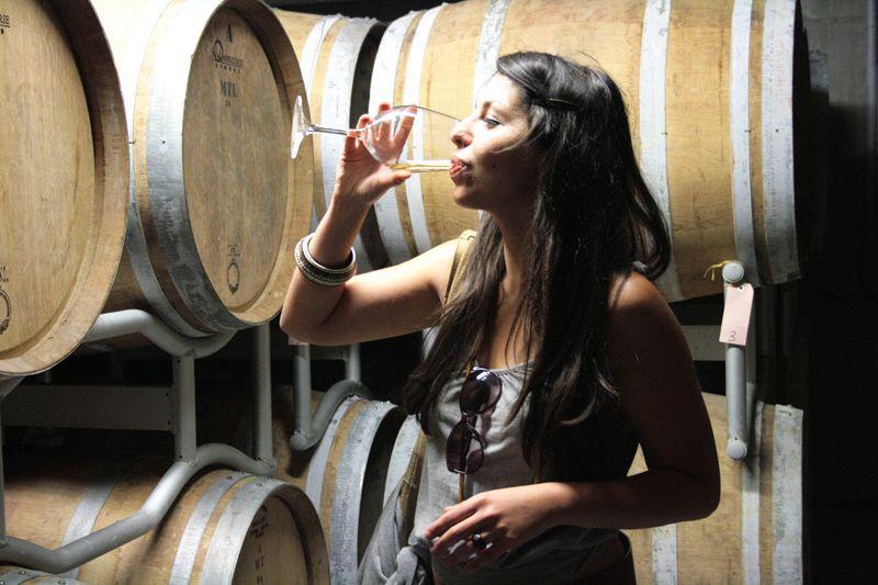 Quanto fa ingrassare il vino? Bere poco fa dimagrire
