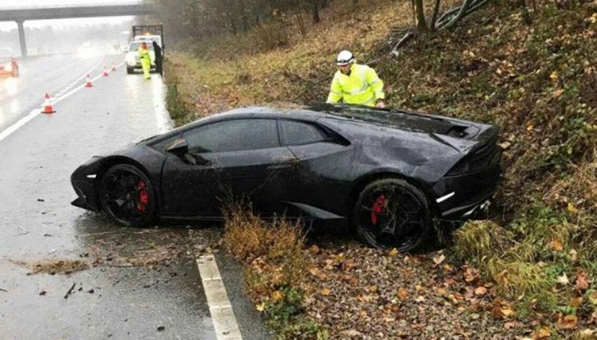 """Si schianta e distrugge la Lamborghini: """"Tanto ne ho altre tre"""""""