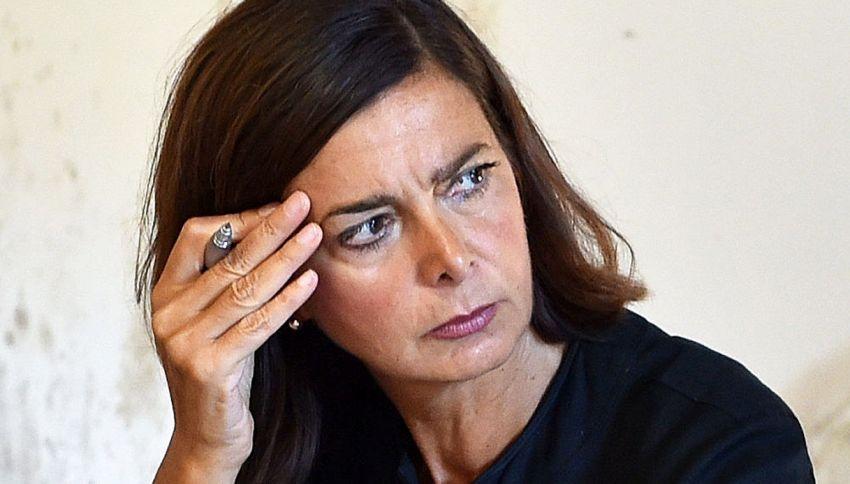 """La Boldrini: """"Ecco gli insulti che ricevo"""". Il duro post su Facebook"""
