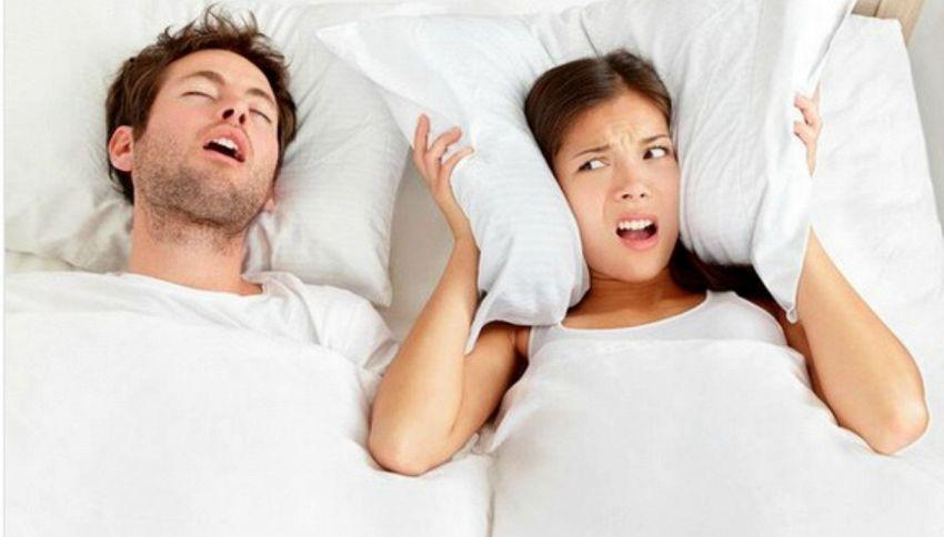 Dimmi come dormi in coppia e ti diremo se la relazione funziona