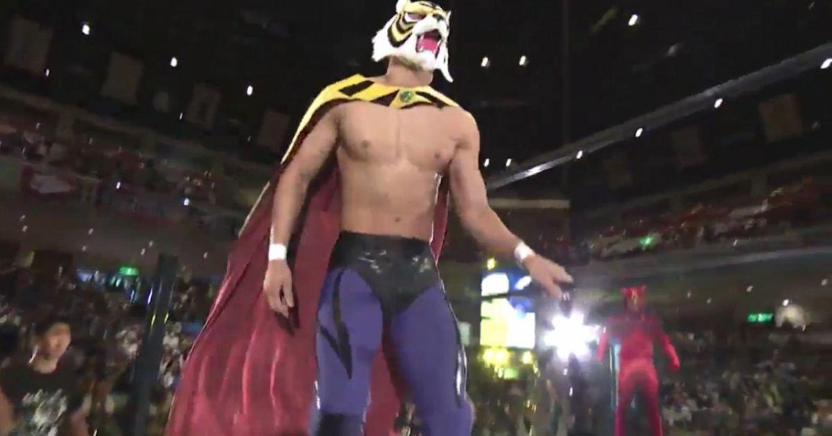 Wrestling torna l uomo tigre il giappone impazzisce