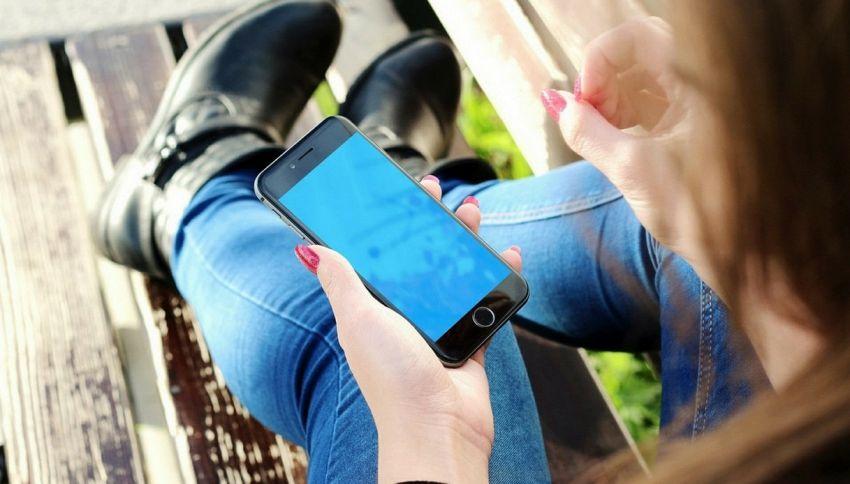 Ricaricare il cellulare con un dito si può. Ecco come
