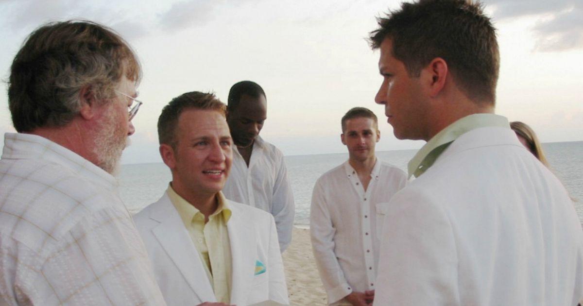 Coppia gay padre e figlio hanno il permesso di sposarsi for Permesso di soggiorno dopo matrimonio