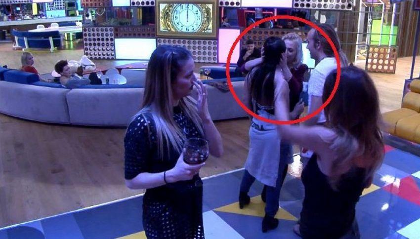 Elettra Lamborghini bacia una ragazza al GF Vip