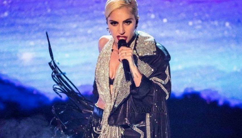 Lady Gaga ricoverata in ospedale: annullato il concerto di Milano