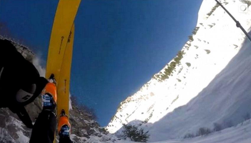 Sciatore precipita nel vuoto: miracolosamente illeso