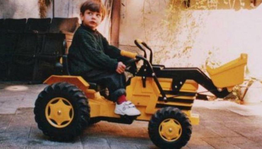 Col trattore in tangenziale: Rovazzi pubblica la foto da piccolo