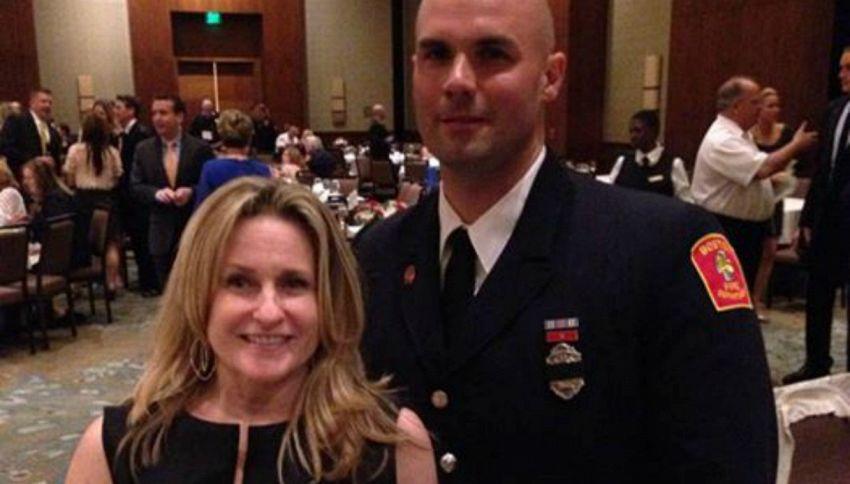 Sposa il vigile del fuoco che la salvò alla maratona di Boston