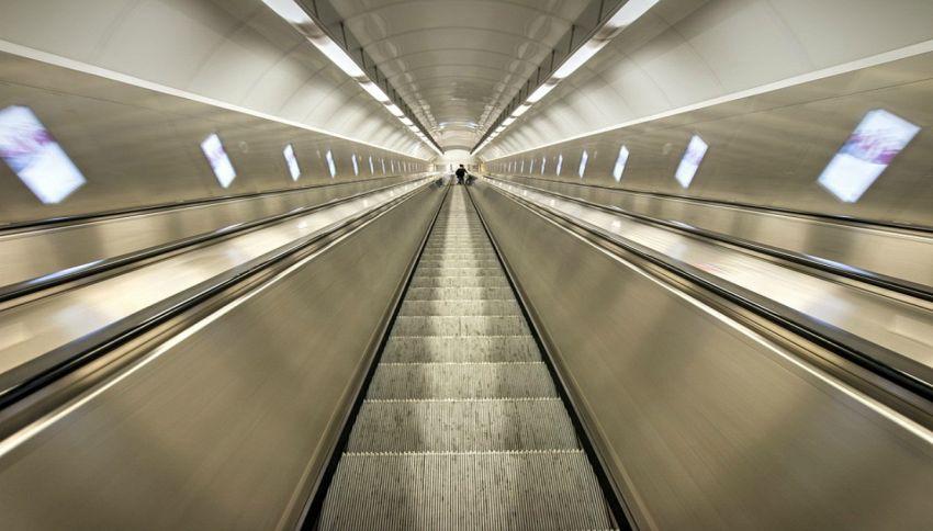 Cosa fare sulle scale mobili: ogni Paese ha la sua teoria