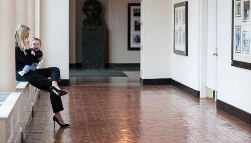 Ivanka al lavoro alla Casa Bianca con il figlio in braccio
