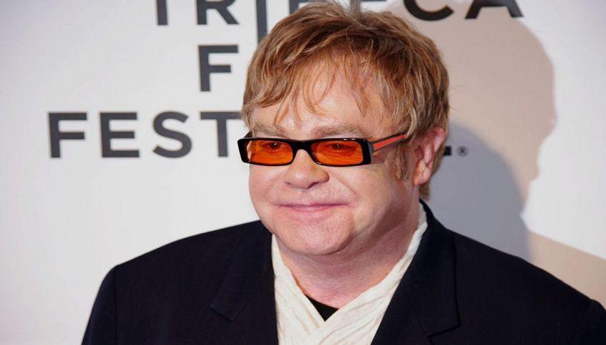 Elton John ha indossato occhiali napoletani per il 70° compleanno
