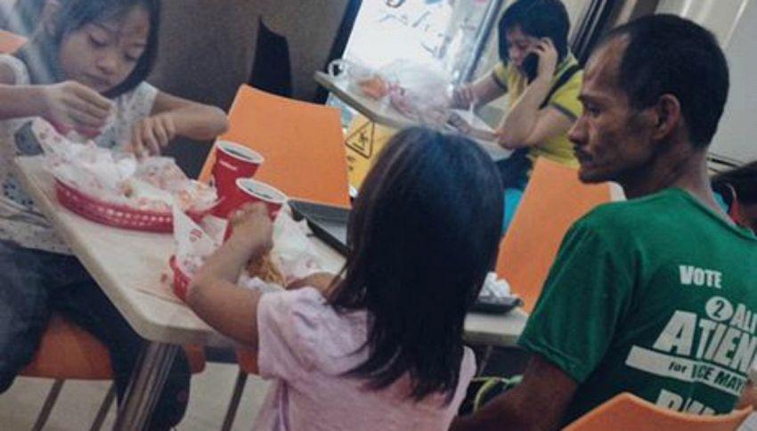 Papà povero rinuncia a mangiare per le figlie: lo scatto virale