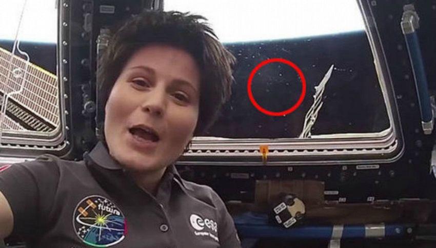 Samantha Cristoforetti: nel suo video nello spazio compare un Ufo