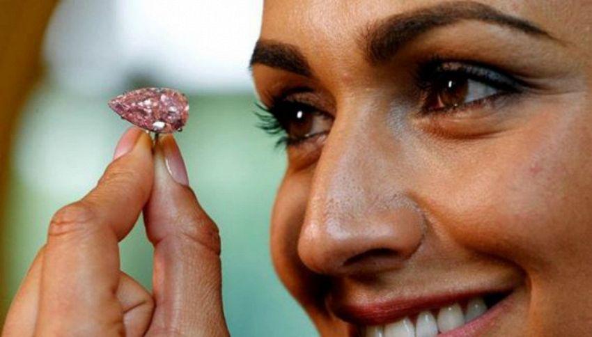 Il diamante rosa torna all'asta: mancavano 83 milioni