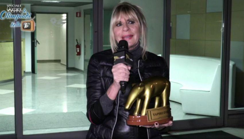"""""""Uomini e Donne"""": Gemma dà caccia a Tina con il Tapiro d'Oro"""