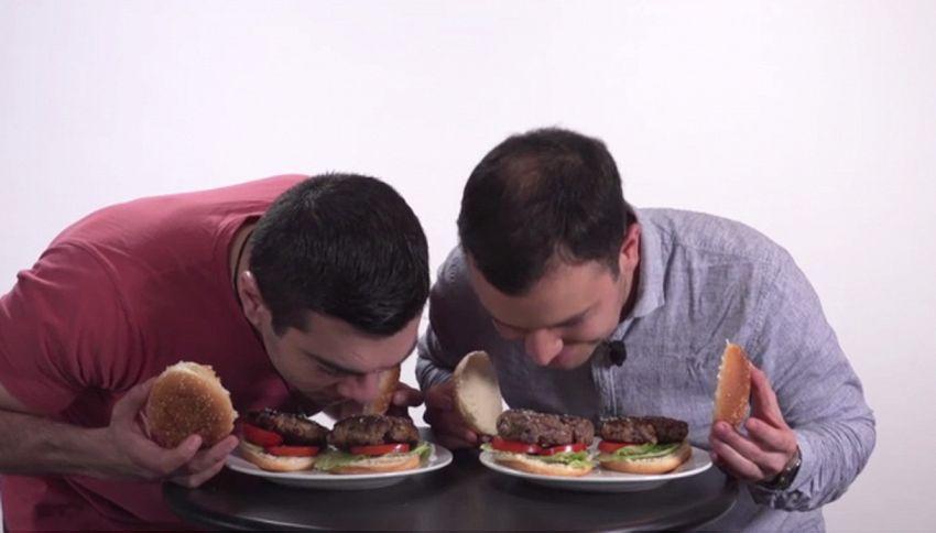 Un hamburger con la carta: voi lo mangereste?