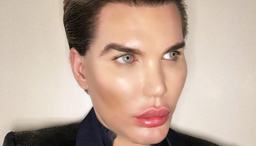 Ken (di Barbie) ora è umano con 42 interventi estetici
