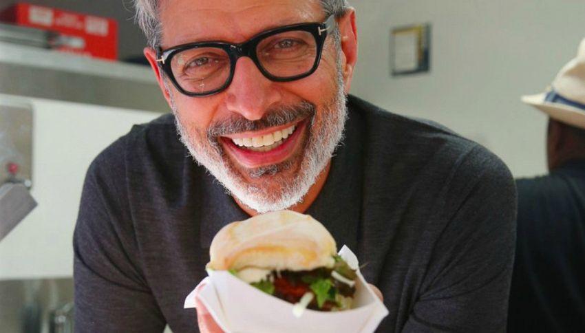 Jeff Goldblum: il protagonista di Jurassic Park ora serve panini