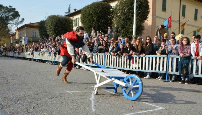 Nelle Marche il Palio delle Rane: la gara più pazza del mondo