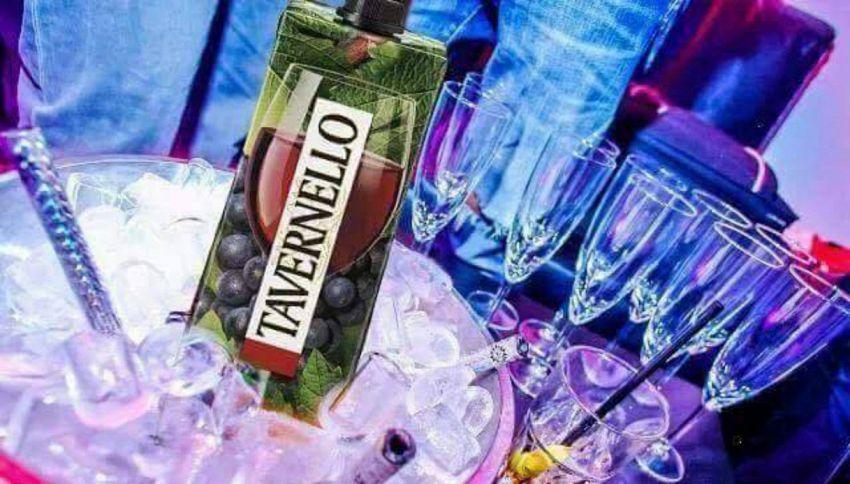 Perché bisognerebbe bere il vino in cartone