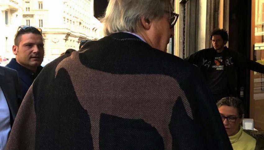 La 'mantella caprina' di Vittorio Sgarbi