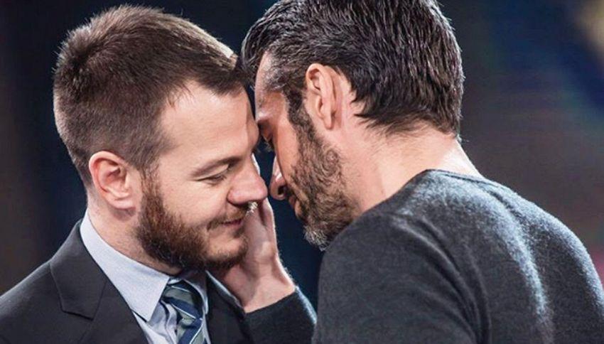 Il bacio in diretta tra Cattelan e Argentero scatena il web