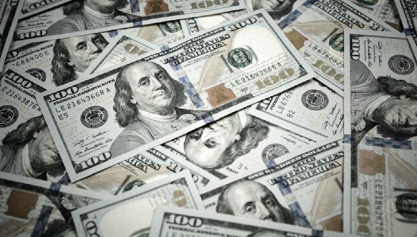 Ingoia 9 mila dollari per non darli all'ex marito