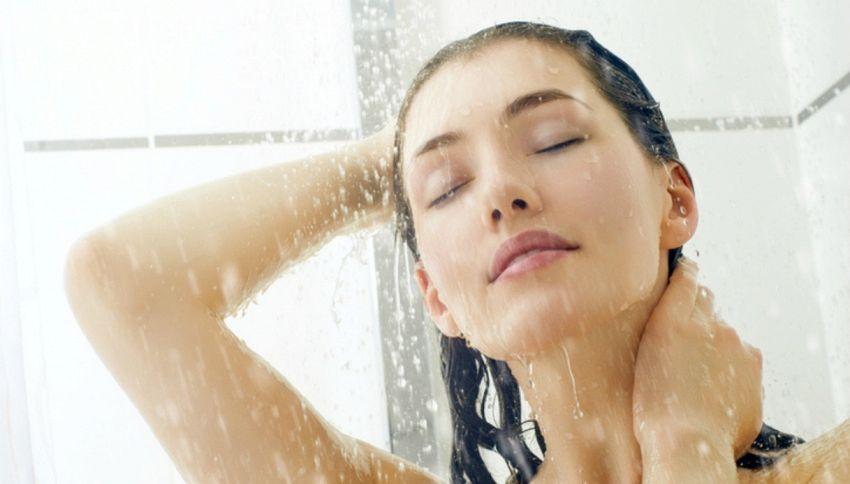 Ecco cosa succederebbe se smettessimo di farci la doccia