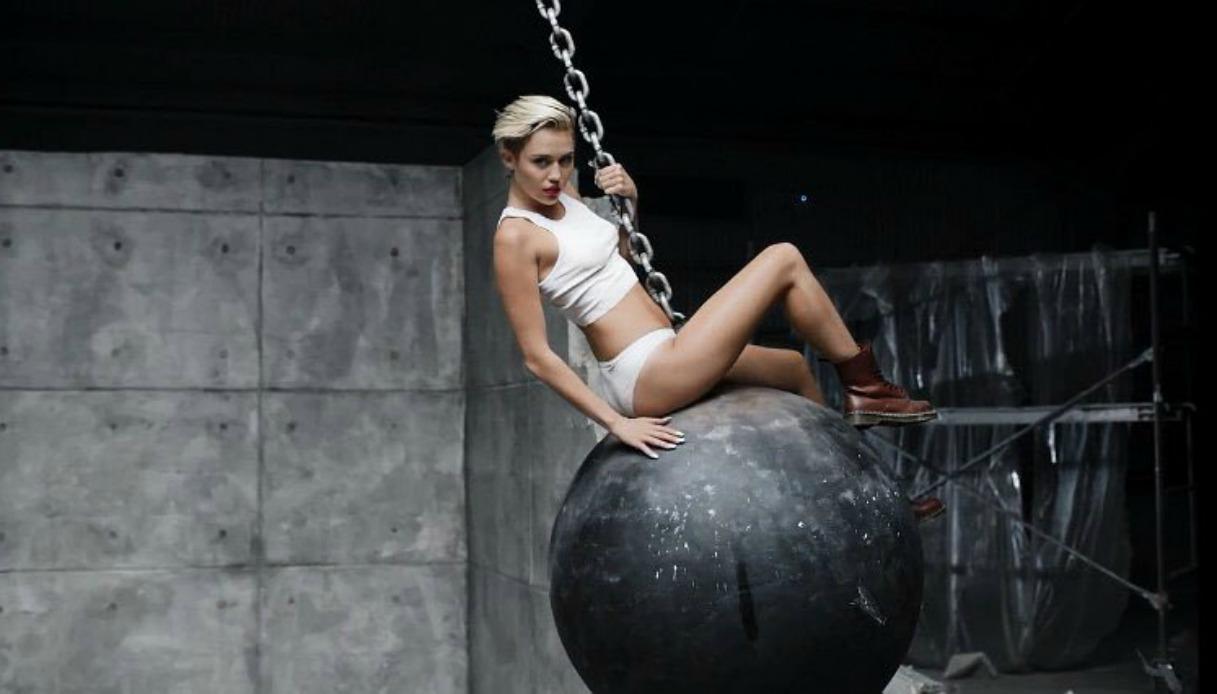 Buon compleanno Miley Cyrus: 5 momenti shock della sua vita