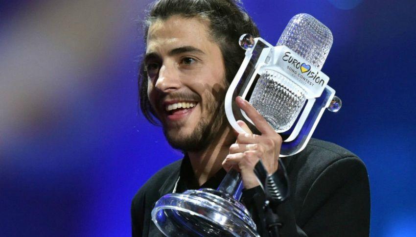 Chi è Salvador Sobral, il cantante vincitore dell'Eurofestival