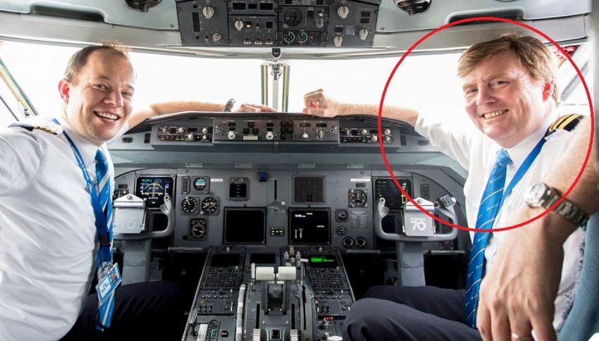 Da 21 anni fa il copilota di aerei in incognito ma è un re