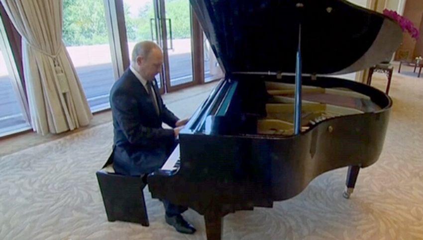 Concertino al pianoforte di Putin per ingannare l'attesa