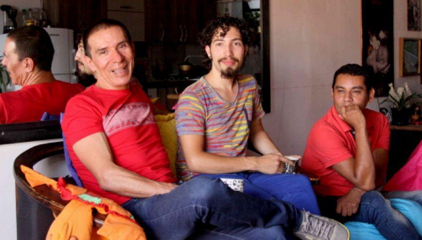 La famiglia 'poliamorosa': il primo matrimonio fra tre uomini
