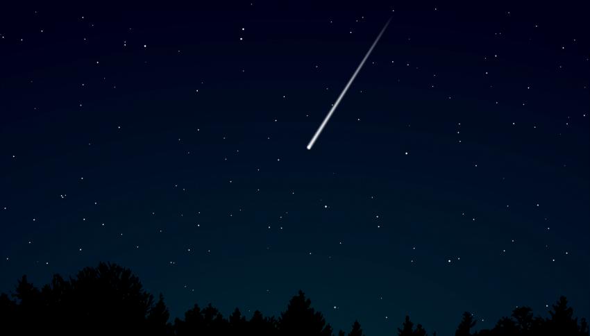 Usa, la polizia immortala una meteora infuocata