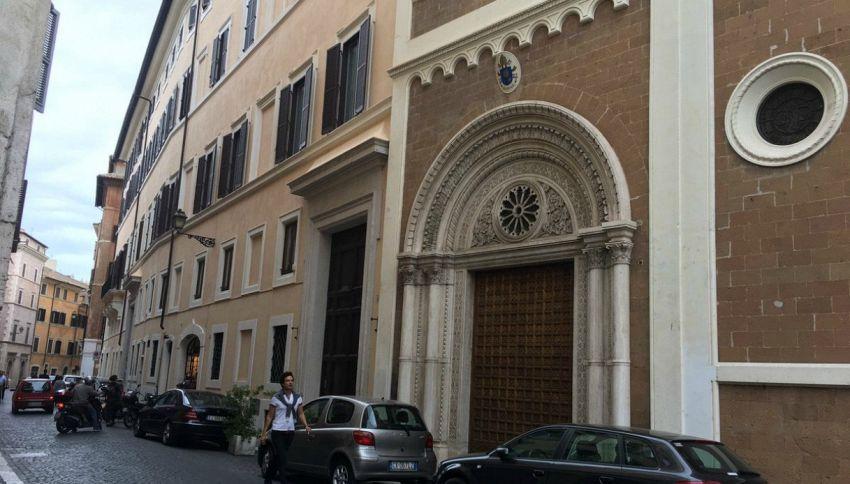 Roma, una chiesa chiude per ferie fino a settembre