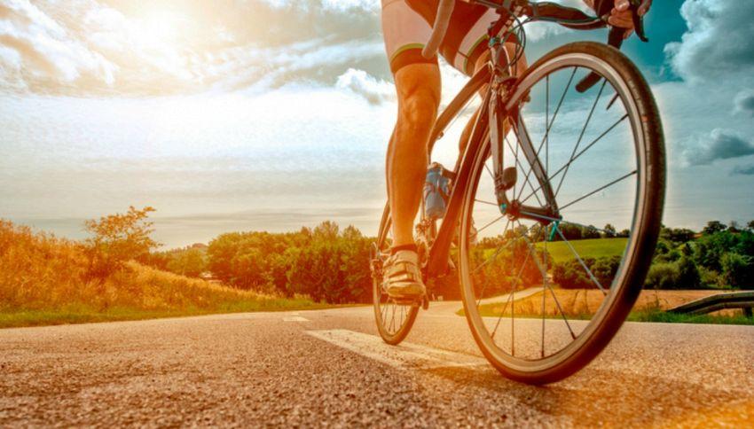 Andare in bicicletta migliora e allunga la vita (sessuale)