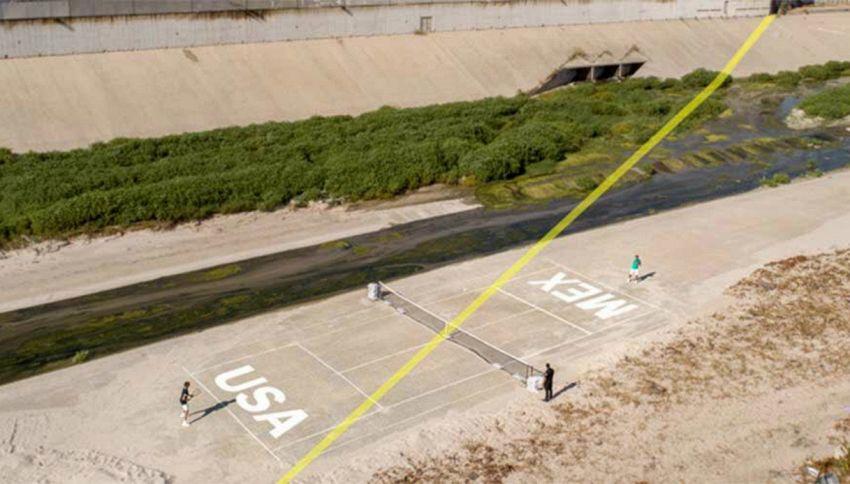 La frontiera fra Messico e Usa diventa un campo da tennis
